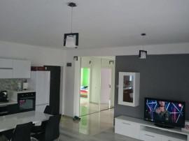 Apartament 3 camere în zona Buna Ziua