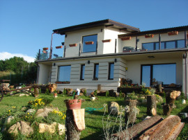 Casa familiala dispusa pe 2 nivele zona Feleacu