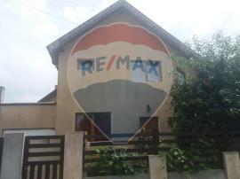Casă de vanzare cu 4 camere in Cheriu
