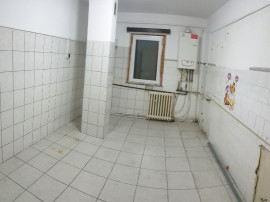 Apartament 3 camere,2 bai,ultracentral,spatios,68 mp !