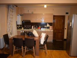 Închiriere apartament cu 3 camere semidecomandat, zona Semi