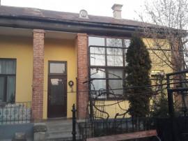 Apartament la casa
