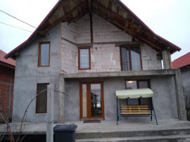 Cicarlau, casa cu etaj