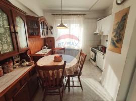 Apartament cu 3 camere de vânzare în zona Dacia