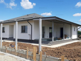 Casă nouă, 3 camere, 2 băi, bucătărie, CT și terasă