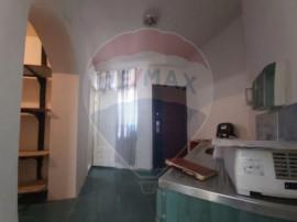 Apartament cu 2 camere de vânzare în zona Parneava