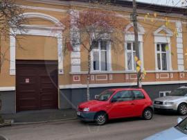 Casă / Vilă cu 5 camere în zona Semicentral