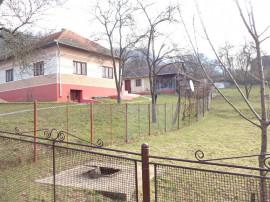Casa curte si teren in sat Hondol, com. Certejul de Sus, HD
