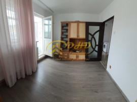 Apartament 3 camere, liber, etaj intermediar - Pacurari