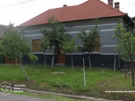 Casa solida din caramida, 4 camere, 1000 mp teren, Nadlac