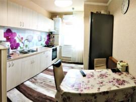 Apartament la etaj intermediar, zona UMF