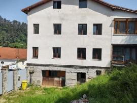 Apartament 5 camere în vilă, zona Schei