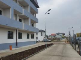 Apartament cu 3 camere, bloc amplasat stradal