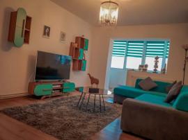 Apartament 3 camere, 2 bai - zona Tractorul
