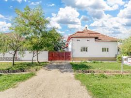 Casă cu 5 camere de vânzare in Livada