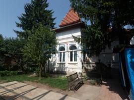 Casa cu 2 camere in Andrei Muresanu !