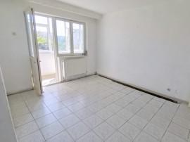 Zona linistita, apartament 3 camere , et. 3, bucatarie mare