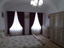 Inchiriez apartament 3 camere ultracentral-1min Piata Mare