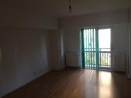 Apartament 4 camere ,Nemobilat/Neutilat,Goga-Nerva Traian.