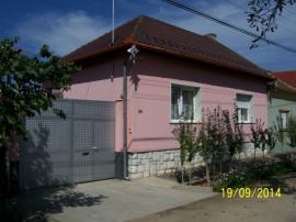 Casa parter in Episcopia , sc 200 mp , teren vie 1800, gaz
