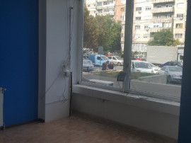 Spatiu Comercial Bl -Dacia sens Giratoriu , SC 115 mp