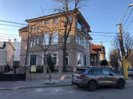 Vila renovata cu vedere la mare zona Casa Casatoriilor