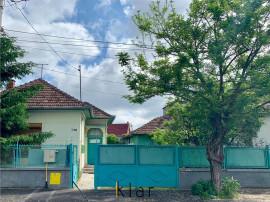 Casa Cu Front Generos si Gradina Strada Calan Nr 3