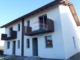 Casă / Vilă cu 4 camere de vânzare în zona Stupini