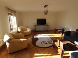 INCHIRIEZ apartament 3 camere pe doua nivele,zona Centrala