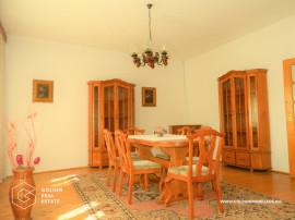 Casa 4 camere, zona Intim, suprafata 335 mp