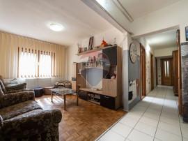 Apartament cu 5 camere de vânzare în zona Aurel Vlaicu