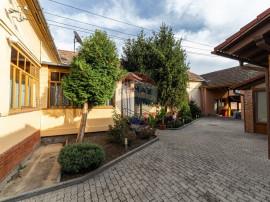 Casă / Vilă cu 7 camere de vânzare, Aradul Nou