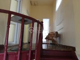 CENTRU PIATA GRIVITEI - Casa boiereasca demisol si parter cu