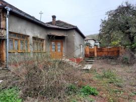 Casa 3 camere, Cuvin, pe Drumul Vinului, teren 2475 mp