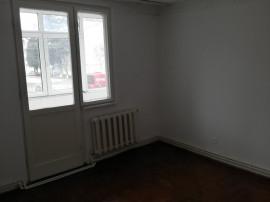 Chirie apartament 3 camere nemobilat