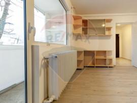 Apartament cu 3 camere decomandat recent renovat în zona...
