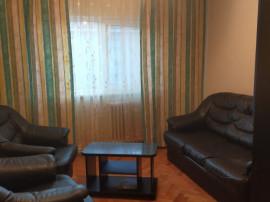 Inchiriez apartament cu 3 camere, zona Centru
