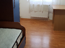 Apartament doua camere, mobilat decent, cu CT, pe Milcov