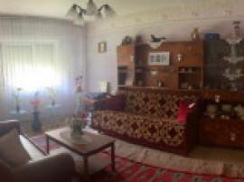 Apartament 3 camere in onesti, zona de jos