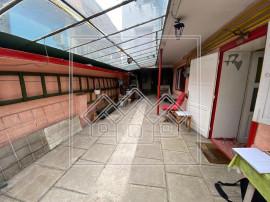Apartament 2 camere si magazie - in zona Centrala