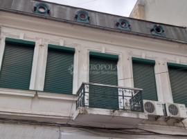CENTRU PIATA UNIRII - Apartament 3 camere si curte, in parte