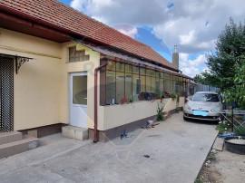 Casă cu 4 camere de vânzare în zona Aradul Nou