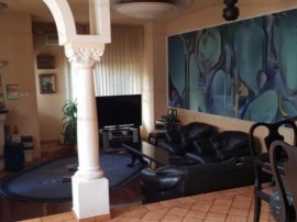 Tineretului Budapesta casa singur curte 6 camere si piscina