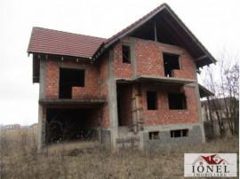 Casa la rosu S+P+E situata in Alba Iulia Nord