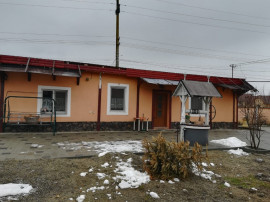 Casa 5 camere mobilata teren 800mp in Cristian curte pavata