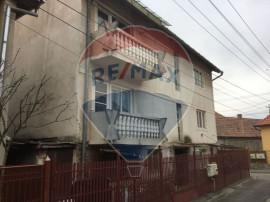 Vilă singur in curte Calea Poplacii 115 000 Euro negociabil