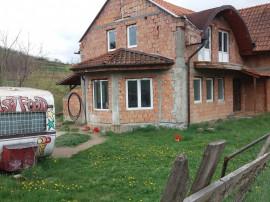 Casa semifinisata pe strada Remetea