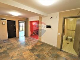 Apartament cu 4 camere de vânzare în zona Vitan