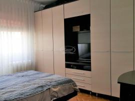 Apartament cu 3 camere decomandate, zona Calvaria