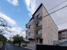 Apartament 2 camere decomandat , curte engleza + loc de parc